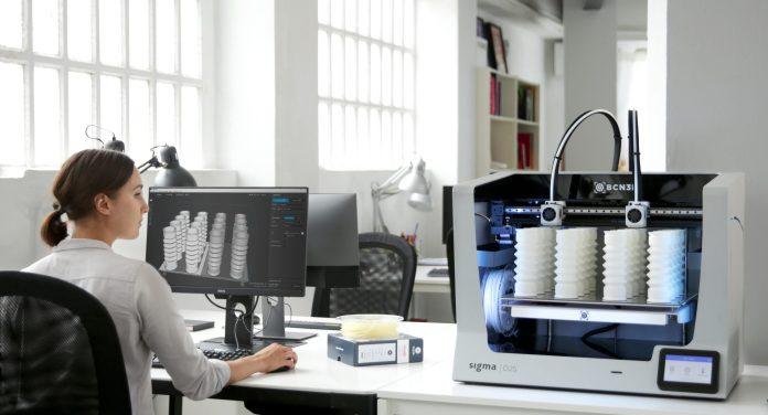 Impresora BCN3D Sigma D25 imprimiendo manguitos elásticos para el sector industrial